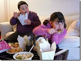 kids-eating-in-front-of-tv